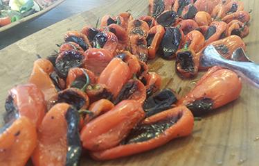 סלט פלפלים קלויים בשמן זית, צילום: 106il מסעדות לייף סטייל