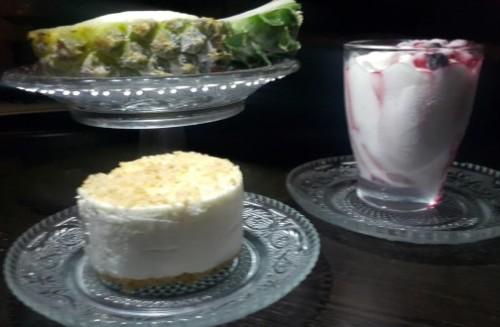 מנות הקינוח, צילום: מנות הקינוח: גלידת אננס סורבה על מצע הפרי, עוגת גבינה, גלידת פירות יער צילום: 106il ישראל לייף סטייל