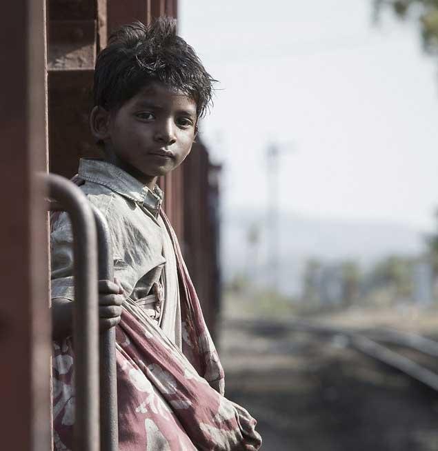 סרט מרגש ומרתק! טרגדיה של אבדן מול גילוי מחדש - סארו הדרך הביתה.
